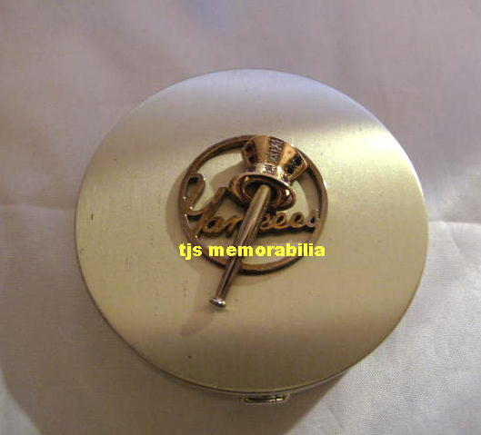 1950 's NEW YORK YANKEES CHAMPIONSHIP LADIES COMPACT